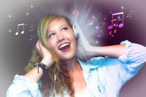 音楽を使ってテンションを上げる女性